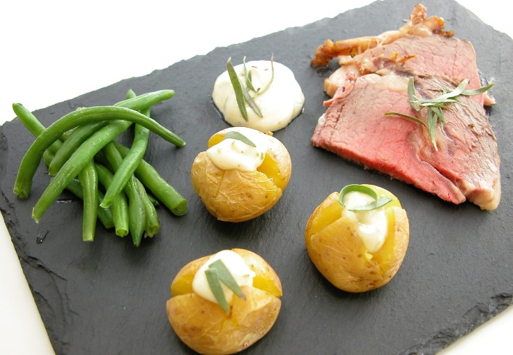 Højreb med små bagte kartofler fyldt med bearnaisemayo 2 - Kopi.JPG